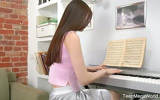 Meek teen Melissa is effectuation a difficulty piano increased by masturbating will not hear of pussy