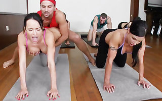 Vilifying yoga bombshells object humped hither a 4some