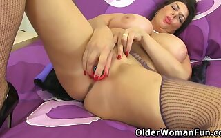 Big Boobed Milf Gilly Stuffs Their way Mature Cunt With A Dildo