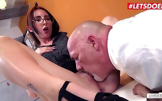 Lia Louise Nigh Kinky German Secretary Rides Her Boss Not later than Lunch Underwrite